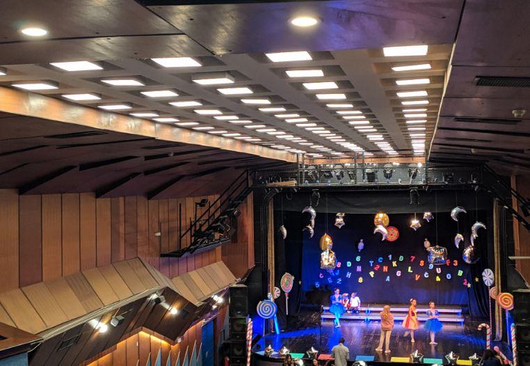 Obnovljena plafonska i zidna rasvjeta u Velikoj sali KIC-a