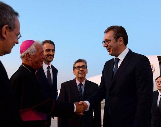 """Vučić stigao u Vatikan: """"Idem da molim da ne priznaju Kosovo"""""""