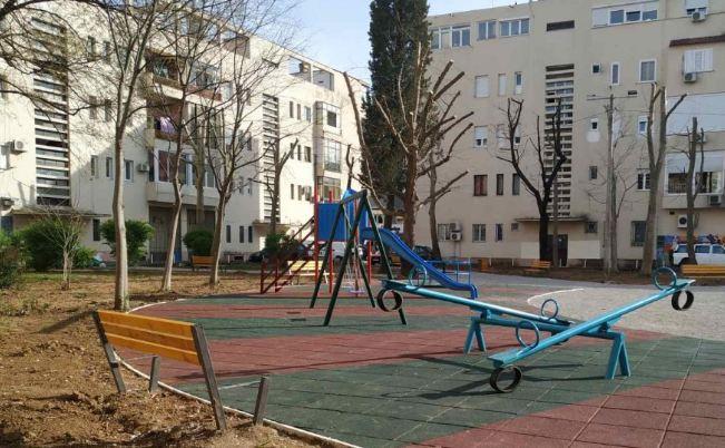 Otuđene letve sa klupa iz novog parka u centru Podgorice
