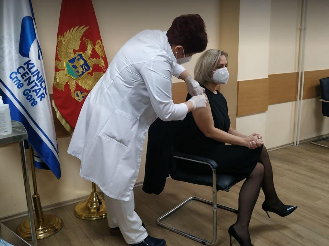 Ministarka prva primila vakcinu: Drugi kontingent vakcina stiže u četvrtak