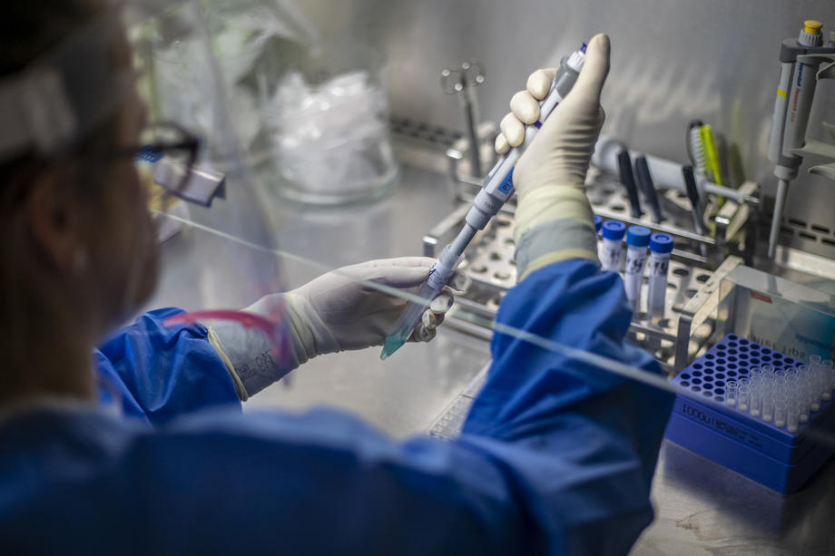 Bitku sa koronavirusom dobilo više od 30 000 000 inficiranih