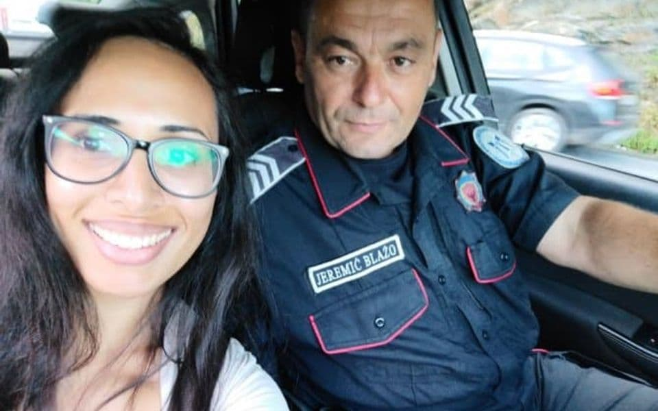 Turistkinja će pamtiti CG: Bus je ostavio na pumpi, a policajac spasio