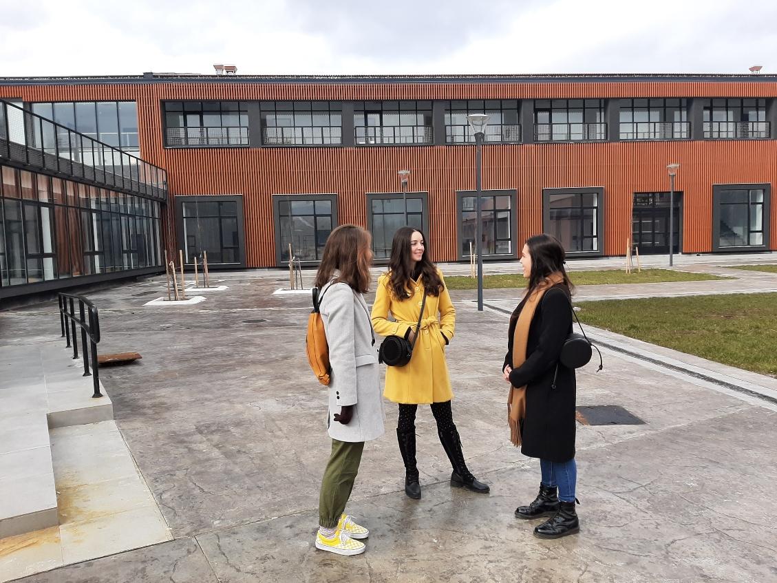 Uloženo 1,2 miliona: Uređen teren i opremljen Fakultet likovnih umjetnosti