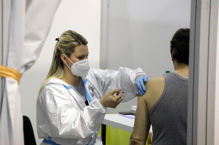 U Srbiji vakcinisano više od 900.000 građana