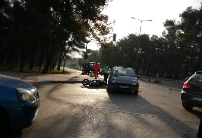 Podgorica: Sudar automobila i motora na raskrsnici