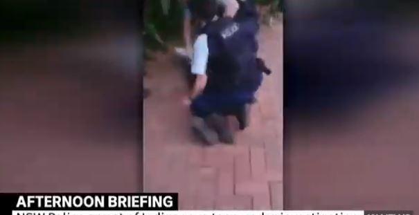Snimak hapšenja šokirao javnost - u Australiji isti scenario kao u SAD?