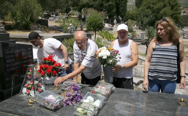 Alen Glavović s porodicom stigao u Trebinje i prvo posjetio grob Srđana Aleksića: To je moja dužnost