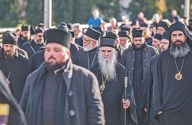 Jaramaz: Zašto Amfilohije izbjegava srpska obilježja na protestima?