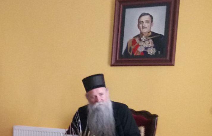 Joanikije u kancelariji drži sliku kralja Aleksandra, ali tvrdi da vladari ne osnivaju Crkve?!