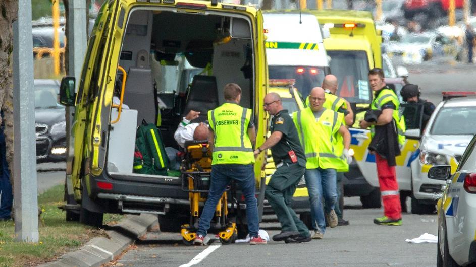 Maskirani napadač pucao po džamijama, ubijeno 49 osoba