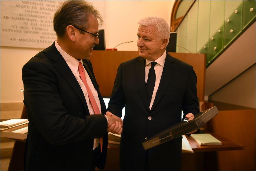 Marković posjetio Istorijski arhiv Vatikana: Saradnja koja će dati novi kvalitet razumijevanju istorije CG