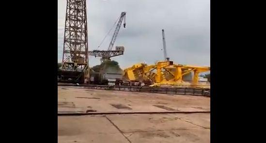 Indija: Srušio se kran na brodogradilištu, poginulo 11 radnika