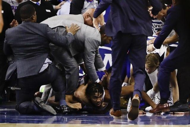 Ultimat fajt ili NBA košarka?