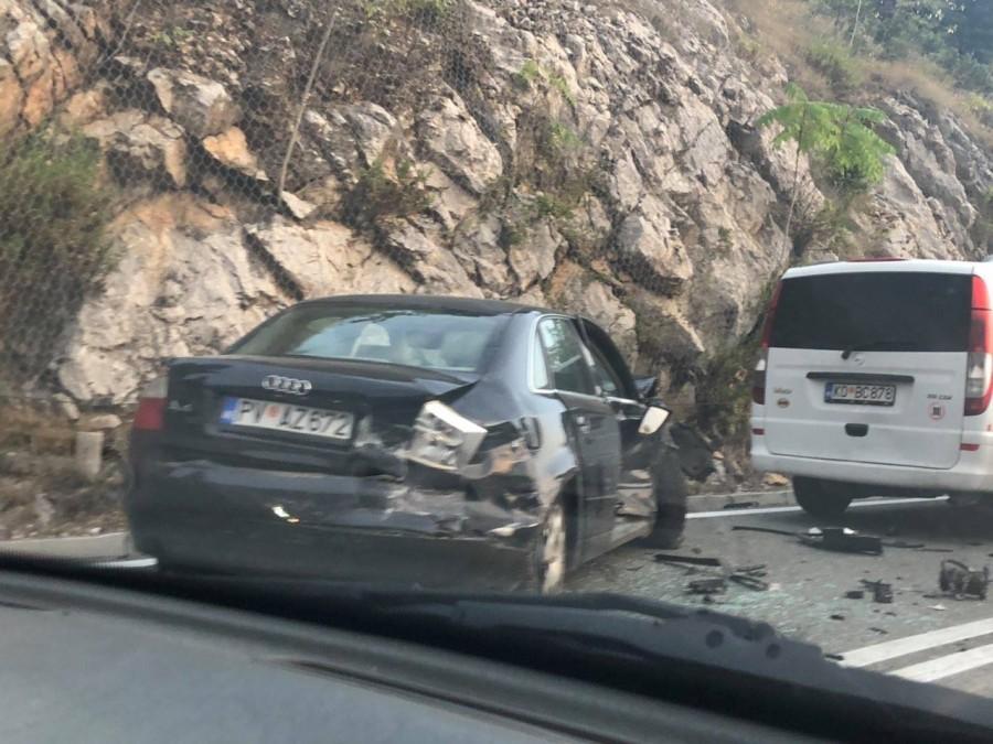 Više osoba povrijeđeno u lančanom udesu kod Buljarice