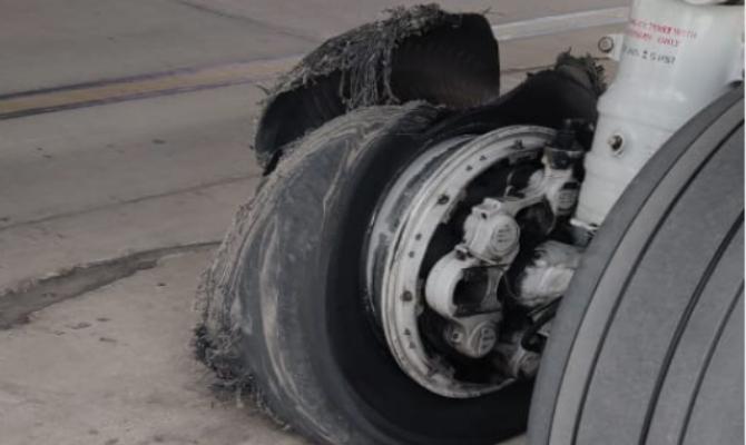 Indijski avion hitno sletio, a onda je eksplodirala guma