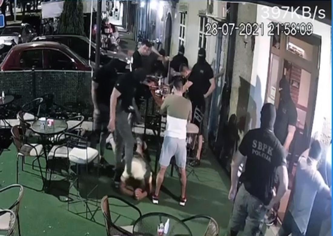 Ivan Roganović objavio snimak racije u njegovom lokalu: Mene su tukli iako nijesam pružao otpor