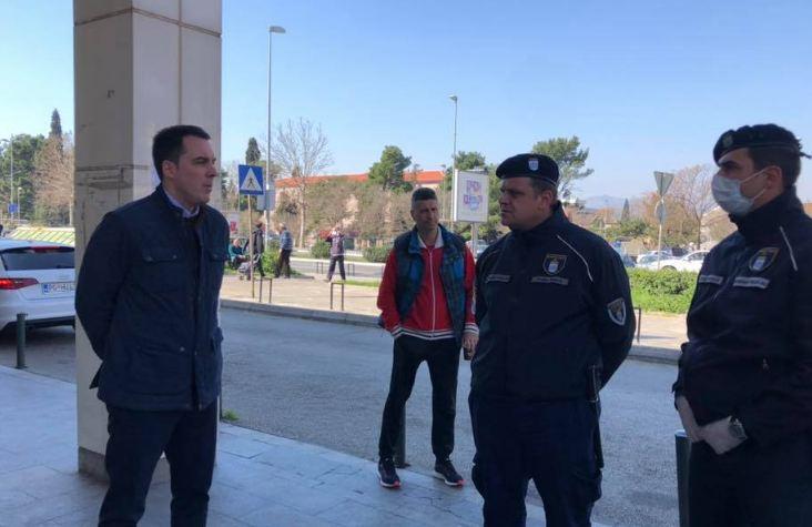 Podgorica: U tržnici na Pobrežju i prodavci i kupci poštuju preporuke
