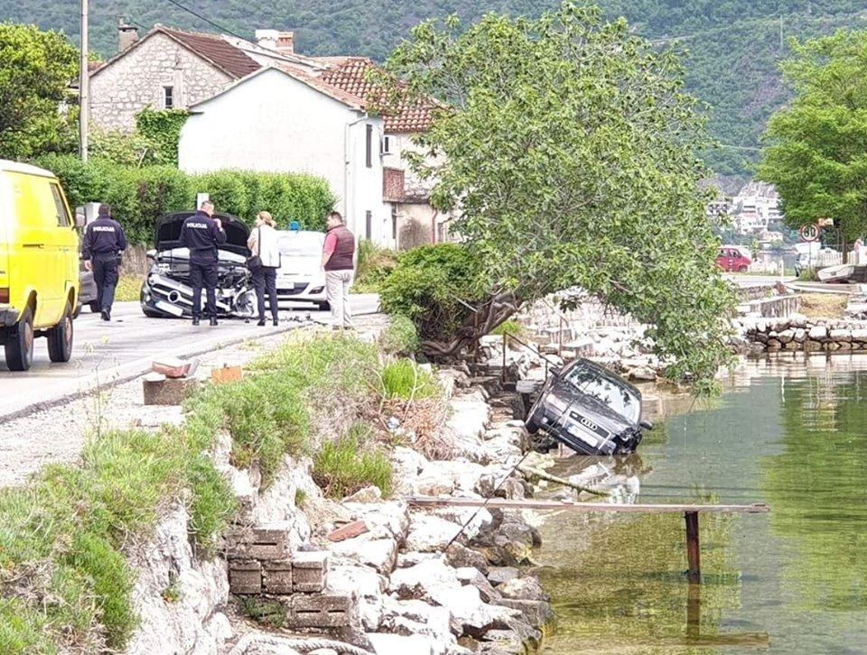 Dvije žene povrijeđene u udesu u Kotoru, jedan automobil završio u moru