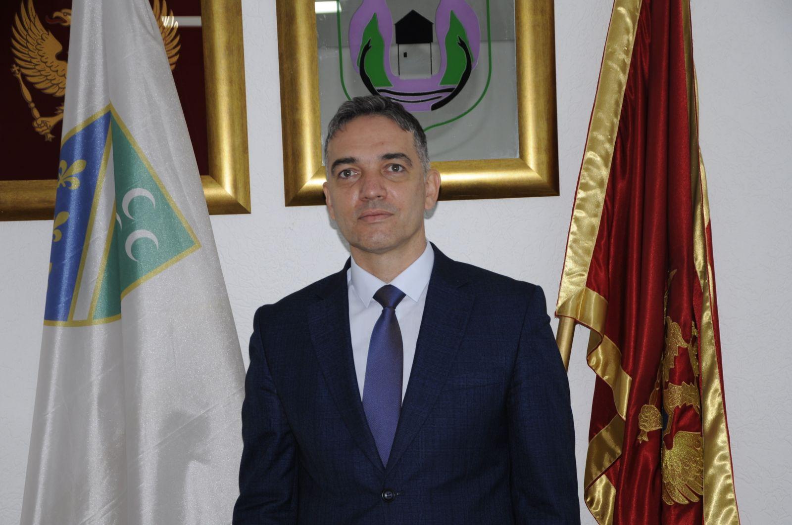 Avdić Leposaviću: Nedvosmisleno je utvrđen genocid, ali i da ste Vi bruka za ovu državu