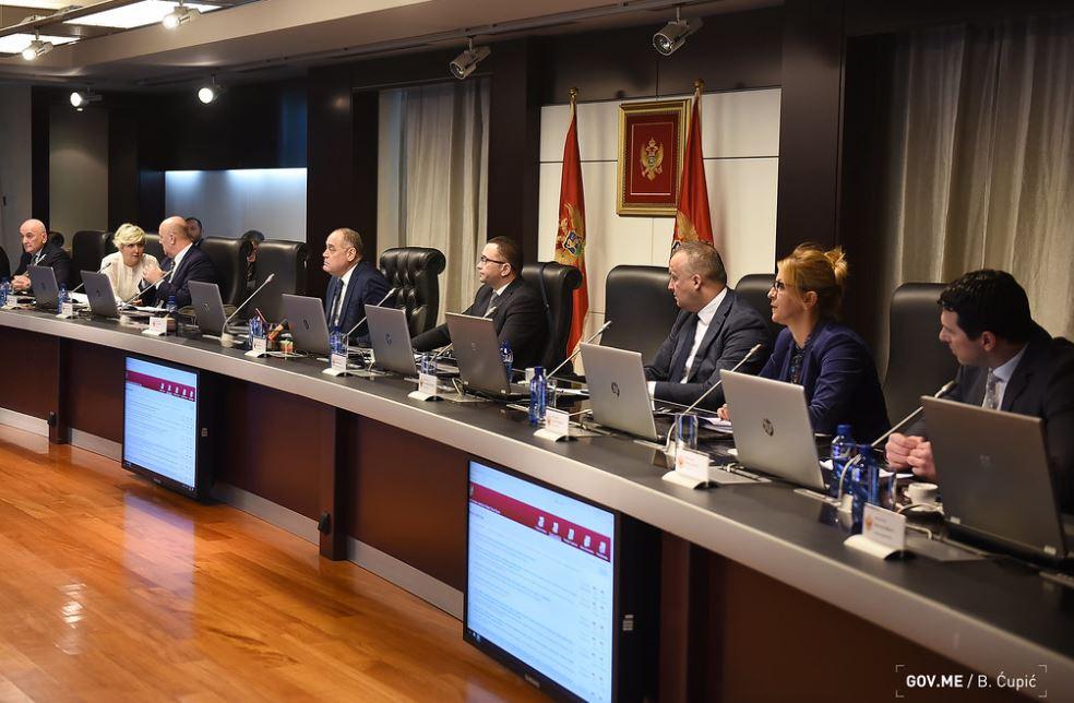 """Vlada: Preko 900.000 eura za potraživanja bivših radnika """"Radoja Dakića"""""""
