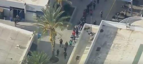 Panika u Los Anđelesu: Pucnjava u srednjoj školi, policija traga za napadačem