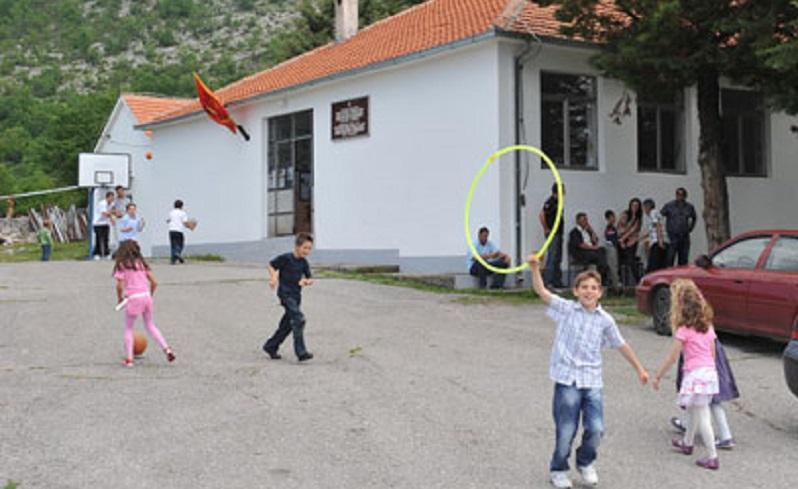 Zbog odluke Ministarstva o kombinovanim odjeljenjima: Đaci dvije škole bojkotuju nastavu