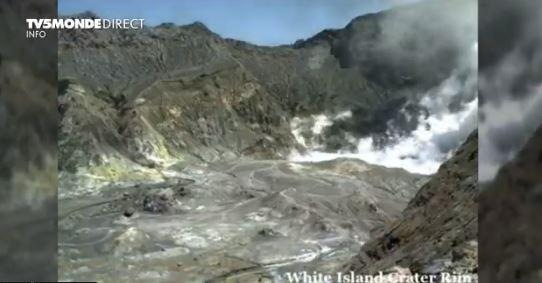 Veb - kamera snimila turiste u krateru, sekund kasnije vulkan je eruptirao