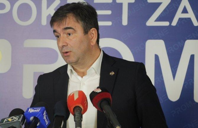 Medojević: Neprihvatljivo da se o Vladi pregovara u manastiru, to je povratak u srednji vijek