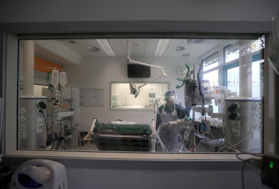 Rekordan dnevni broj umrlih u Njemačkoj od kovida – skoro 1.250 ljudi