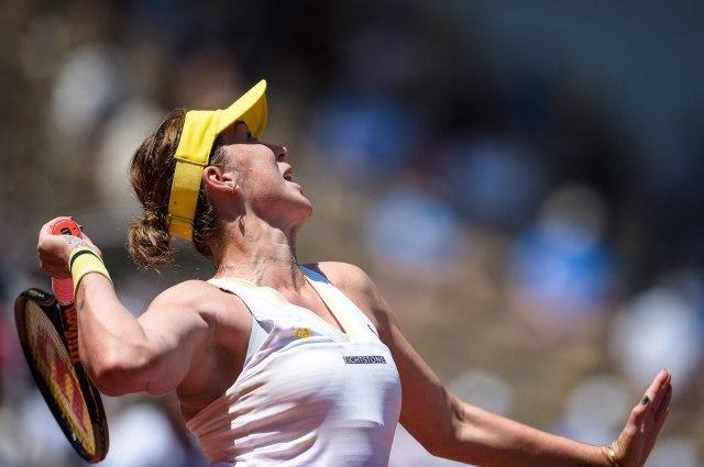 Pavljučenkova nadigrala Slovenku za prvo finale RG