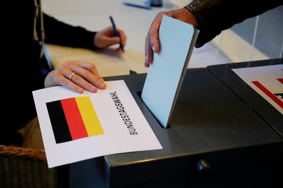 Raste prednost SPD-a: Lašet poručio da nijesu zadovoljni, Šolc se pohvalio velikim uspjehom