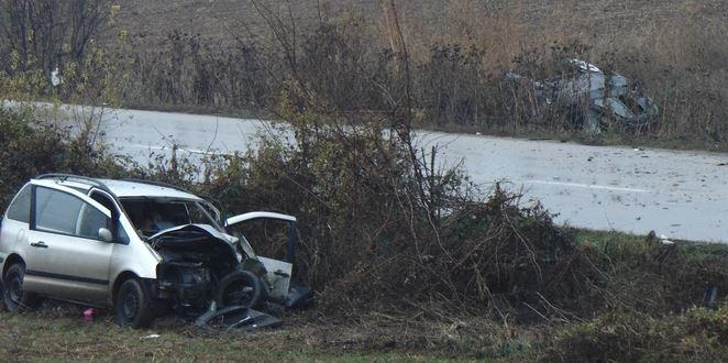 "BMW  ""zakucao"" se u automobil pored puta: Muškarac poginuo"