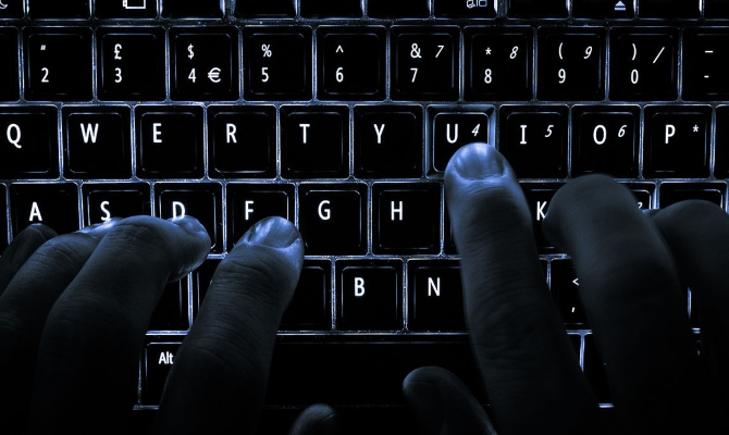 Nova internet prevara na Balkanu: Haker prijeti objavljivanjem eksplicitnih podataka