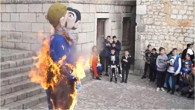 Na karnevalu u Hrvatskoj spaljene lutke istopolnog para sa djetetom