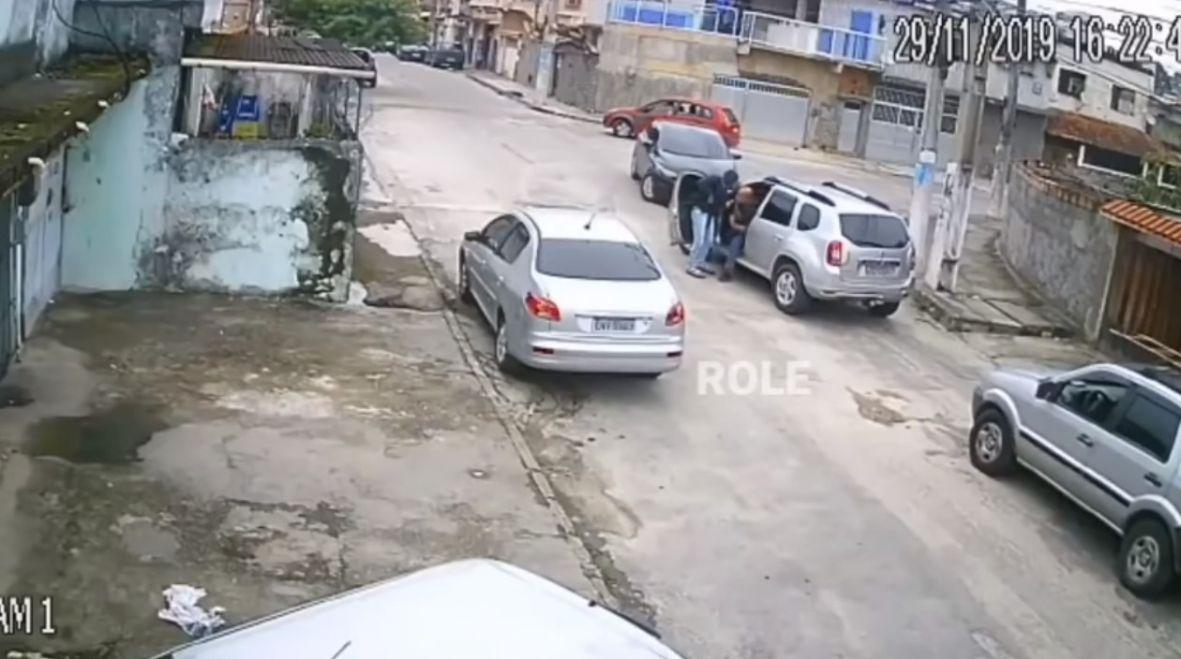 Pogledajte: Pokušao da ukrade automobil pa se osramotio