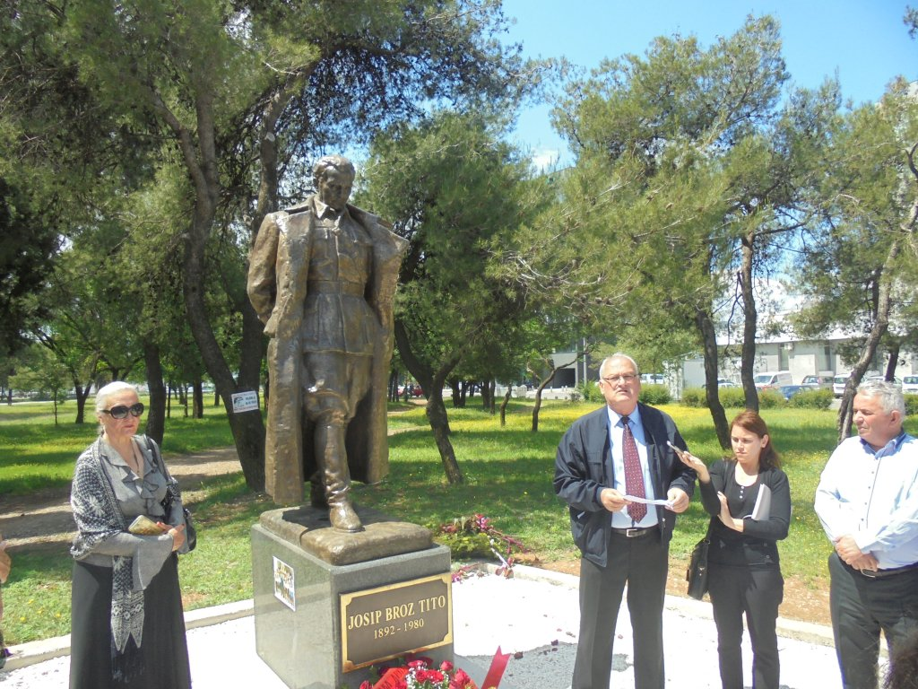 Položili vijence na spomenik Josipu Brozu Titu u Podgorici