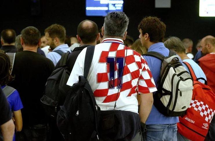 Ludnica na aerodromu u Zagrebu: Za Moskvu kreće najveći putnički avion u istoriji, na utakmici deset hiljada Hrvata