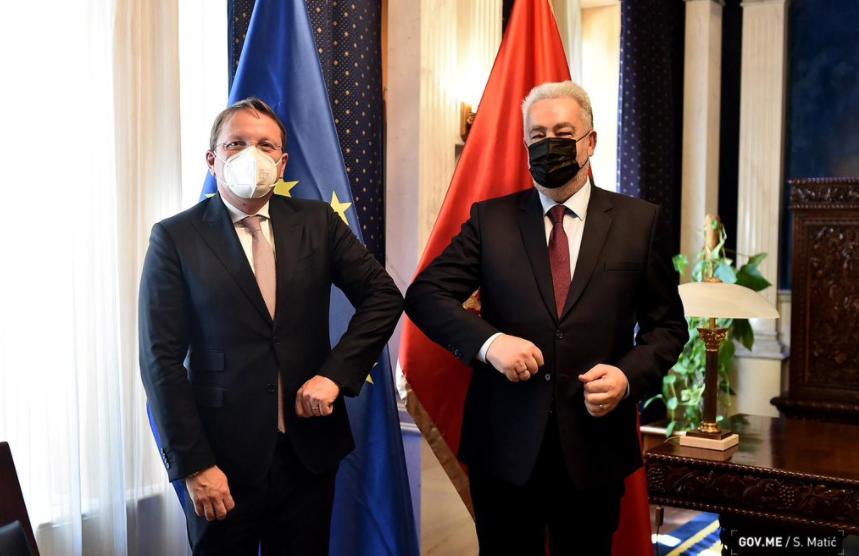 Krivokapić: Poručio sam Varheljiju da ostajemo posvećeni reformama na putu ka EU