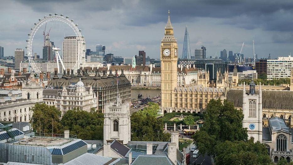 Britanija će primati samo visokokvalifikovane strance, ostale ako zateba