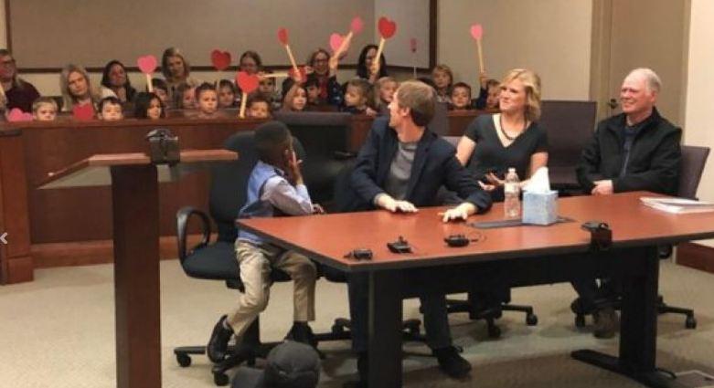 Dječak pozvao svu djecu iz vrtića da prisustvuju njegovom usvajanju na sudu